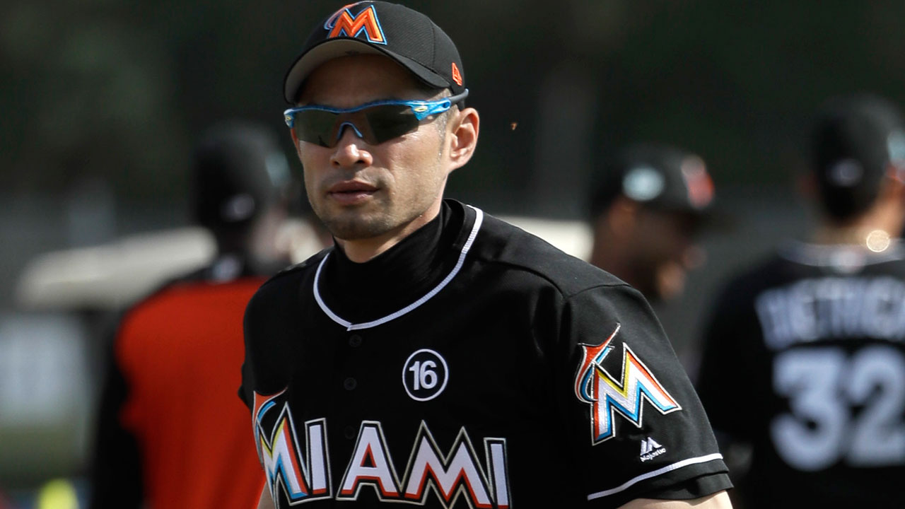 Ichiro tweaks back in minor outfield collision