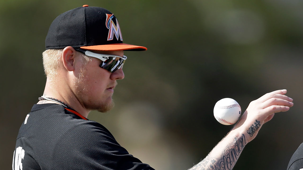 Latos bounces back vs. Astros